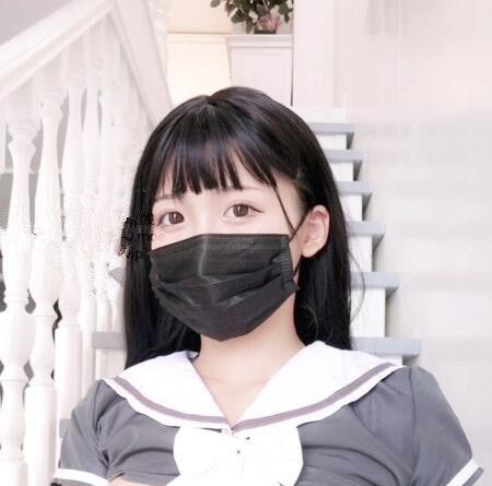白袜袜格罗吖 – 楼梯上的小姐姐 [1V/1.3G]