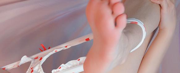 桃桃酱-可爱小红心罩罩-诱惑露胸-秀小嫩逼[17P+2V/136.95M]